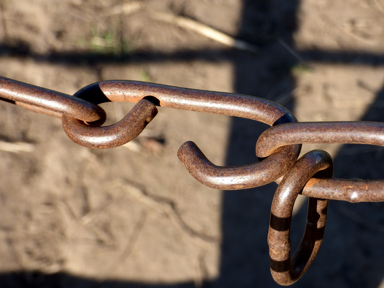 Rusty chain shows financial marketing backlinks metaphor